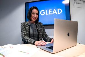 ENGLEAD 女性コーチ カウンセリング パソコン