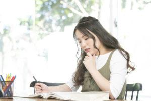 女性 勉強 悩む 本 ペン