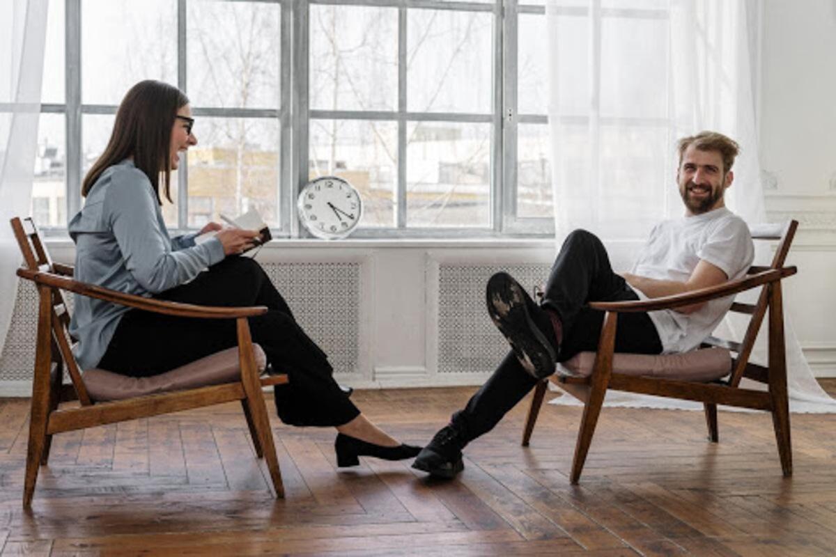 カウンセリング 対話 男女 談話